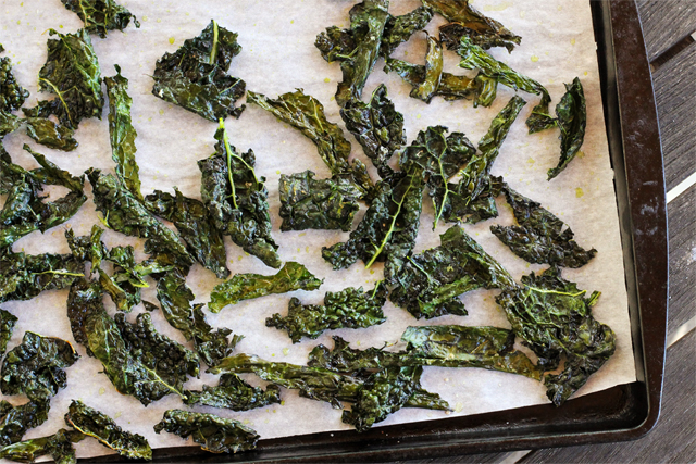 Delicious Recipes: Kale & Rosemary Crisps