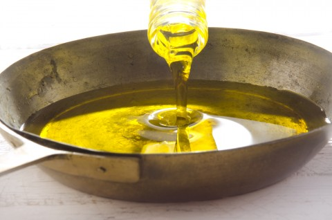 Cooking With Vegetable Oil Produces Unhealthy Toxins